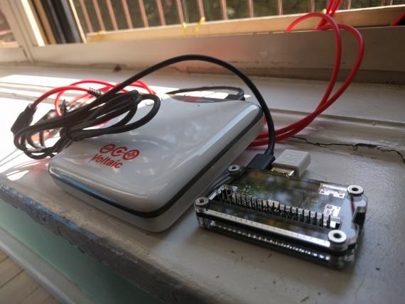 Raspberry Pi Zero и батарея крупным планом
